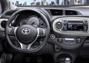 Toyota indkalder 15.000 biler i Danmark for at få rettet fejl ved bl.a. rattet.