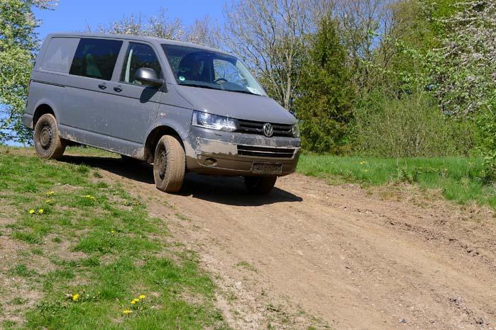 VW Transporter off the road uden at miste fodfæste på vejen op eller ned.