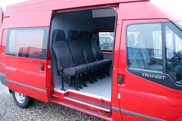 Indretning med ekstra stole, god benplads og direkte kontakt til den forreste del af kabinen. Mulighederne for individuel indretning er legio.