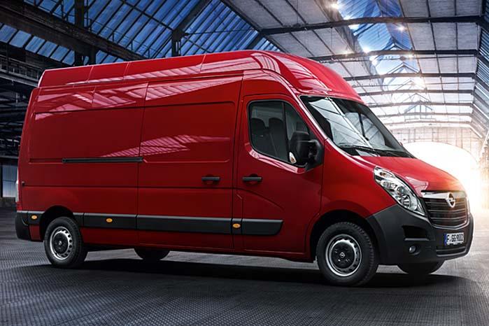 Opel Movano koster fra 189.000 kroner plus moms på prislisten. Renault Master 5000 mere. Men kontantkøb er en døende betalingsform i den momsfri verden. Og Opel fastholder, at de er konkurrencedygtige på trods af 50.000 kroners forskel i listeprisen