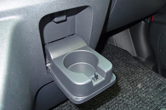 Den centralt placerede kopholder er ikke meget bevendt. Her kunne Opel med fordel tage ved lære af Fiat Ducato og Ford Transit, som mestrer disciplinen
