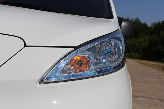 Forlygterne har fået et helt nyt design for at gøre den elektriske udgave af NV200 mere synlig