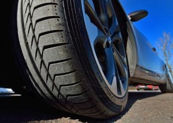 Dækovervågning kan spare mange penge til nye dæk og brændstof. Men det rigtige dæktryk giver også det bedste vejgreb og kan således være med til at forhindre ulykker