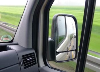 Både blandt små og store varebiler haler Renault ind på Mercedes-Benz, så måske de snart dukker op i sidespejlene på de tyske varebiler.