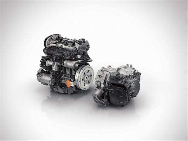 Forrest en 4-cylindret benzinmotor med træk på forhjulene, og bagtil en el-motor til træk på baghjulene