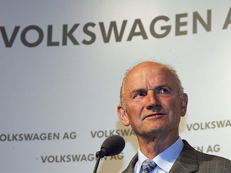 Ferdinand Piëch, bestyrelsesformand for VW Group hr meddelt sin afgang i en alder af 77 år.