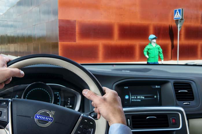 Med det nye testcenter kan Volvo studere interaktionen mellem biler og andre trafikanter, fra lastbiler til fodgængere.