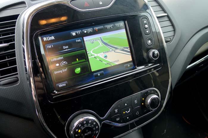 Captur er udstyret med R-link og 7-tommer skærm med navigation og overblik over bl.a. brændstofforbruget.