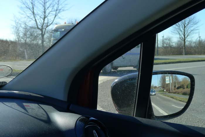 Er omstændighederne helt forkerte overser man let den lastbil, der gemmer sig bag A-sprossen.