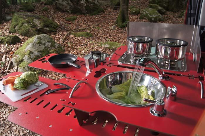 Frilufts gourmet-køkken med vask, rindende vand og dobbelt gasblus - det er bare at tage fat.