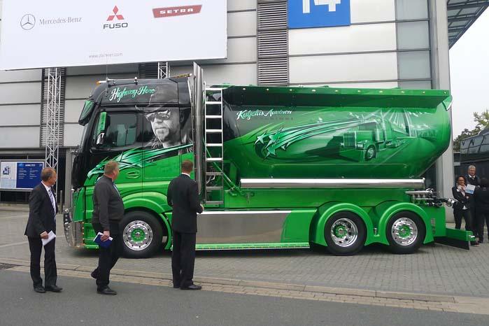 Ingen transportmesse uden at der også er plads til indslag som denne denne lastbil med individuel lakering.
