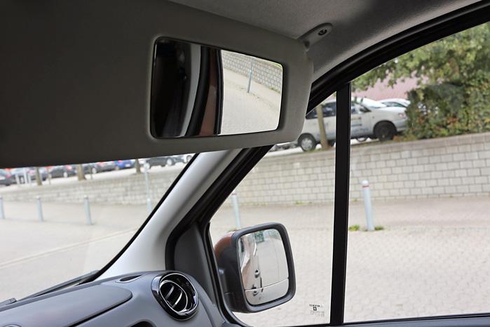 Det himmelråbende enkle og geniale vidvinkelspejl i passagersiden kan hjælpe dig med at opdage de bløde trafikanter i den blinde vinkel