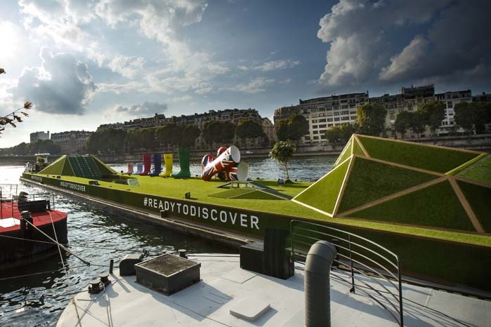 Land Rover gav den nye Discovery Sport en spektakulær optakt til verdenspremieren i udstillingscentret ved Porte de Versailles.