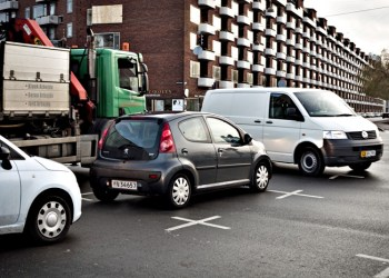 Ud over alle personskaderne kan virksomhederne spare millioner på at nedbringe antallet af ulykker på vejene, hvor erhvervskøretøjer er impliceret i mere end hver fjerde ulykke med personskade