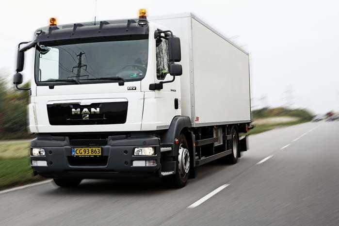 Store og tunge lastbiler gør ofte ondt værre, når de involveres i trafikulykker, der kan gå hårdt ud over både personbiler og varebiler.