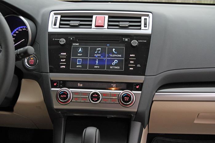 Touchskærm, mirrorlink til overførsel af mobilens display og et langt mere gennemført design er alt sammen standard i ny Outback