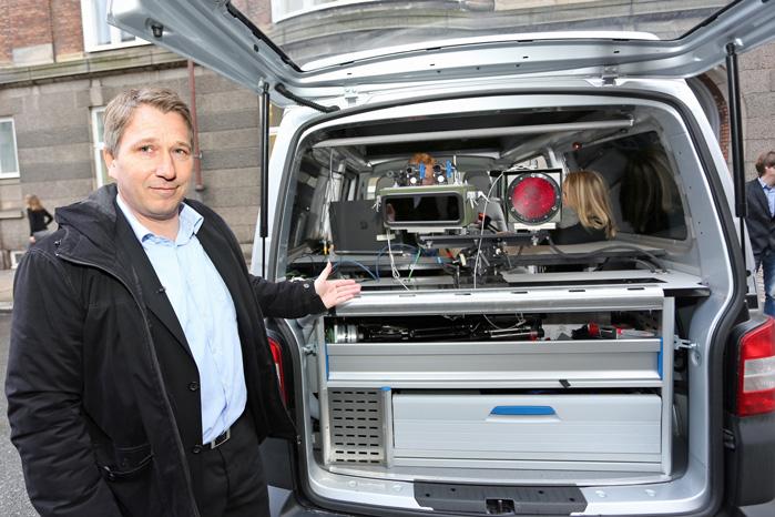 Færdselspolitchef Frank Mathiesen gjorde ved dagens præsentation af de nye fotovogne meget ud af at fokusere på sikkerhed og arbejdet med at få hastigheden ned på de farlige strækninger. 'Der er ikke nogen, der har sagt til os, at vi skal skaffe flere penge til statskassen', fastslog han.