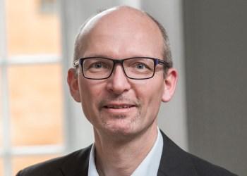 Ove Holm kæmper som chef for DTL's erhvervspolitiske afdeling for varebilsvognmændenes rettigheder i EU
