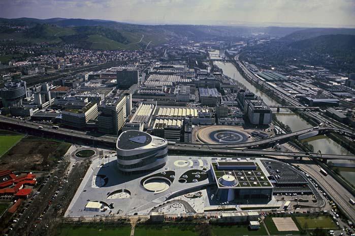 Motorfabrikken i Untertürkheim og Nabern skal formedelst syv-otte millarder kroner omstilles til produktion af motorer til fremtidens biler.