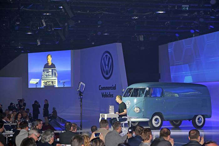 Der var ikke meget nyt at sige ud over lidt om digitale systemer og en bemærkning om mere effektive Euro6-motorer, så der var show med Sofie som hovedperson