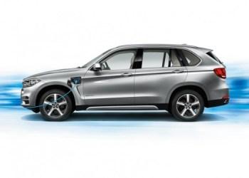BMW pusler med en elektrisk SUV, der kan tage kampen op med Tesla's kommende Model X. På billedet er det dog BMW's nye BMW X5 xDrive40e, en hybridvariant af SUV'en