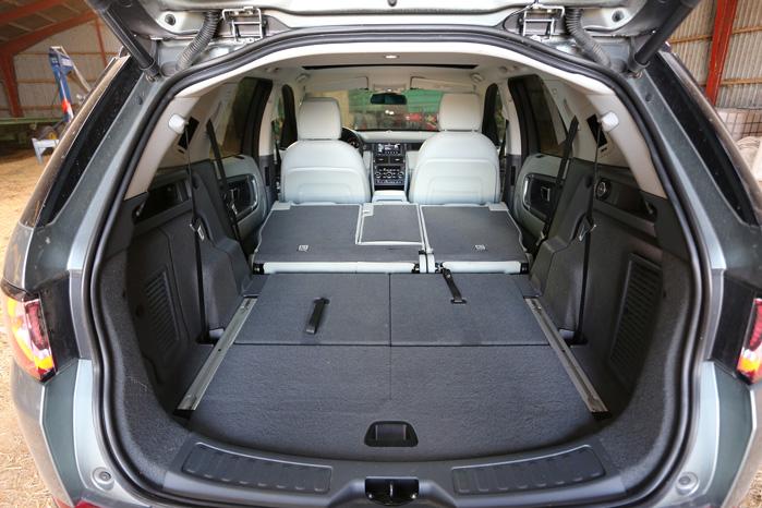 Den nye multilink bagaksel giver bedre vejgreb og mere plads bagi. Læg mærke til afstanden mellem skærkasserne