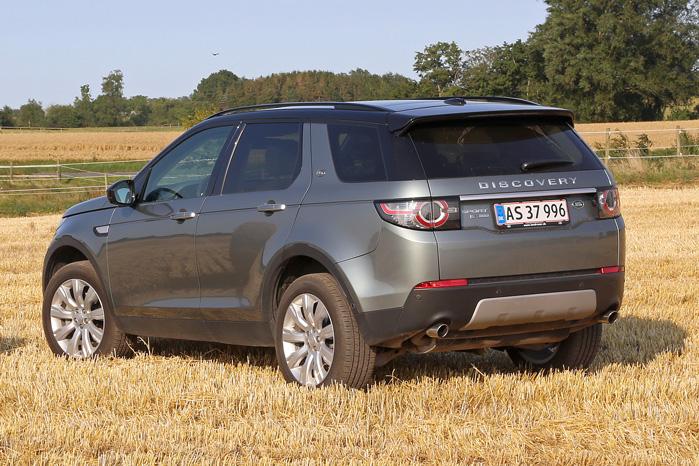 Den kompakte bagdel passer perfekt til dens natur. Læg mærke til, at Land Rover-navnet er udeladt til fordel for 'Discovery'