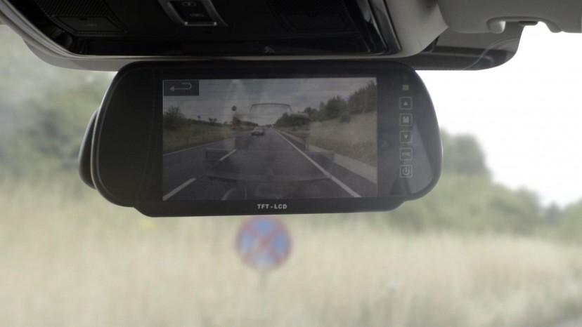 Videofeedet kan blandt andet ses i bakspejlet - så man slipper for en blind vinkel