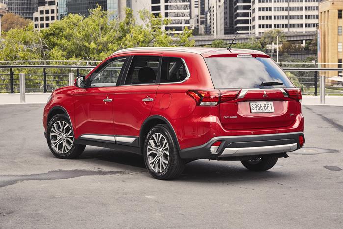 Outlander står stadig noget tungt med bagen - sådan nærmest lidt Range Rover-inspireret