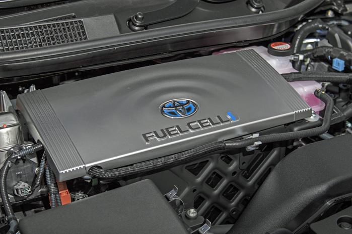 Motorrummet er ren elbil med strømstyring og elmotor. Tanke og brændselscelle ligger under sæderne og bag bagsædet