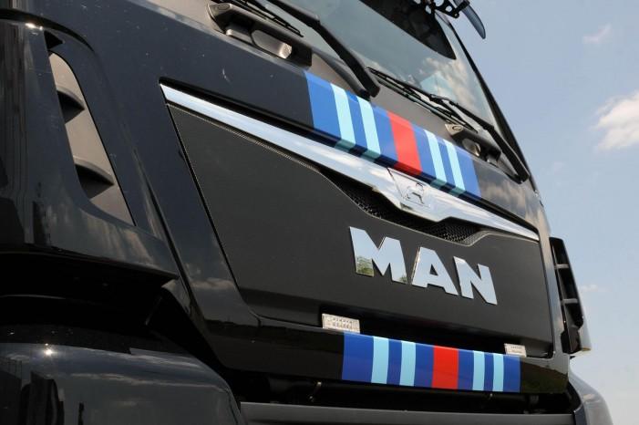 Martini Racing-striberne er legendariske efter Porsche vandt Le Mans tre gange i disse farver.