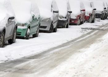 61 procent af de adspurgte bilister mener, det skal være lovpligtigt at køre med vinterdæk i vinterhalvåret