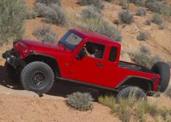 I 2012 lavede Jeeps 'tunings-division' Mopar denne pickup, baseret på Wrangler. Om den kommer til at ligne den kommende pickup fra Jeep, ved vi ikke endnu.
