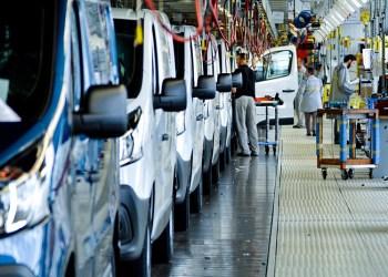 Sidste år byggede Renault 93.000 varebiler i Sandouville, og der bliver ikke mindre knald på i fremtiden, når Nissan og Fiat stiller sig op i køen