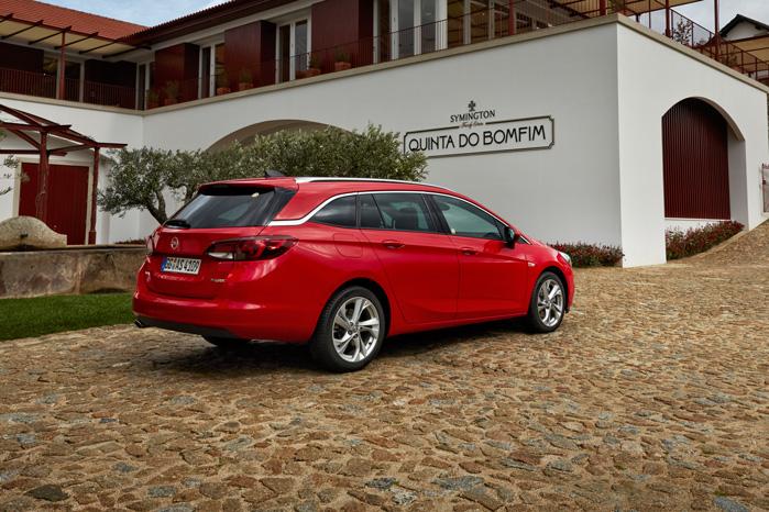Bagtil rammer Opel ikke helt samme stemning som med hatchbacken