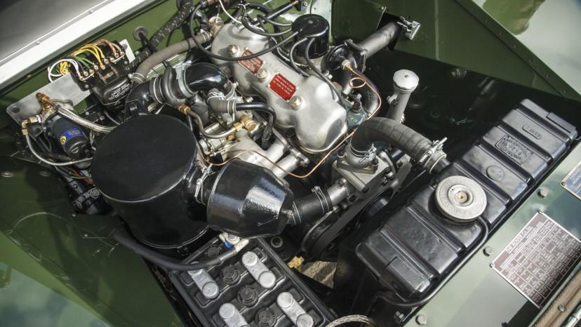 Serie I har en 1,6-liters benzinmotor med 51 hk.