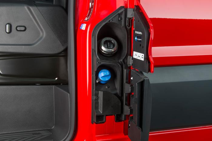 Med Euro6 skal du nu selv tanke AdBlue. En tankfuld holder omkring 10.000 km og koster under 150 kroner til dagens priser