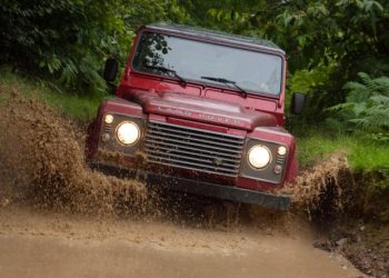 Land Rover Defender i den seneste aftapning fra 2013. Modellen har en 68 år lang historie.