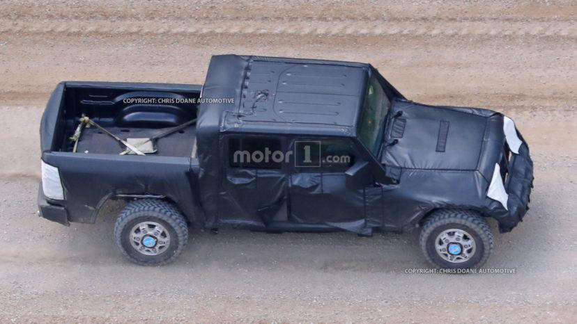 Så er den her – de første håndfaste beviser på, at Jeep laver en pickup-variant af den næste generation af Wrangler.
