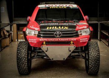 Hilux Evo har meget lidt at gøre med den lokale murermesters Hilux at gøre. Motoren er på fem liter, og er placeret lige bag føreren.