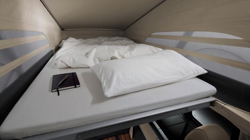 Tagteltet kan hejses elektrisk og har plads til to personer.