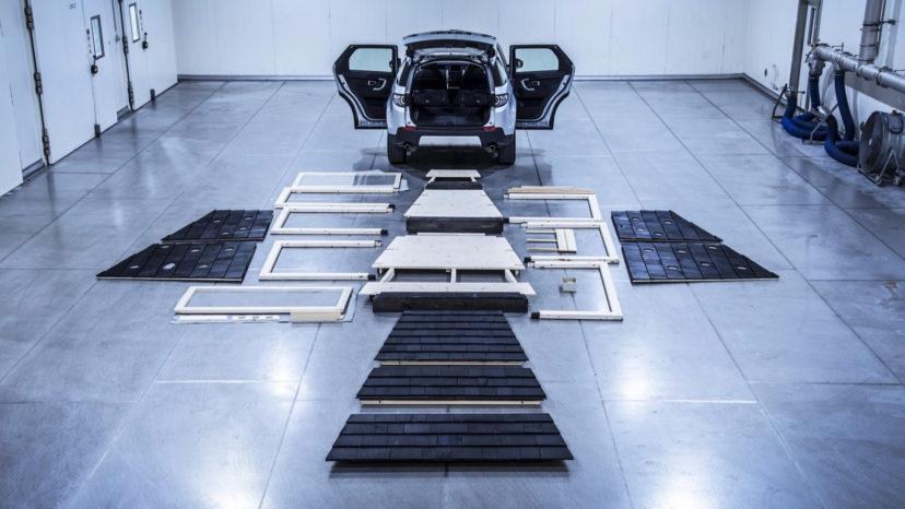 En Discovery Sport tager 1.698 liter med bagsæderne lagt ned. Så der er lige akkurat plads, men så skal skruerne også i handskerummet.