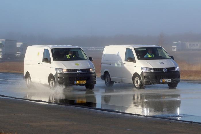 Sådan ser danske vinterveje ofte ud. Med et lag saltvand omkring frysepunktet