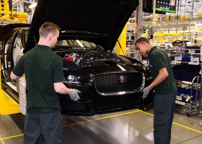 På fabrikken i Solihull bygges der ikke motorer. Fabrikken samler modeller som Range Rover og Jaguar XE.