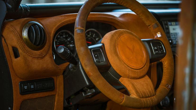 Alt i kabinen er betrukket med læder.