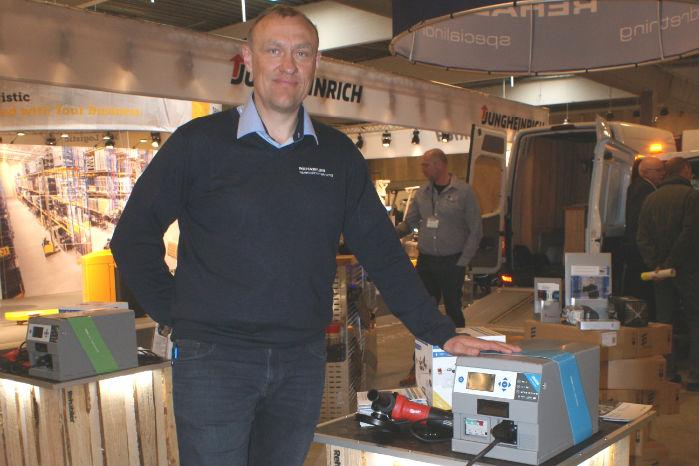 - Et lithiumbatteri kan være løsningen på batteriproblemer i en Euro 6-varebil, siger Jesper Sørensen fra Rehabiler