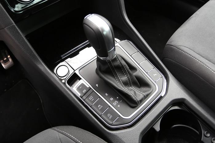 Simpelt, avanceret og lækkert. DSG-profilen med læder, børstet stål og de mest iøjnefaldende funktioner lige ved fingerspidserne