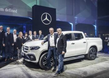 Chefen for Mercedes-Benz Vans Volker Mornhinweg (tv) løftede sløret for X-Class i Cape Town i aftes