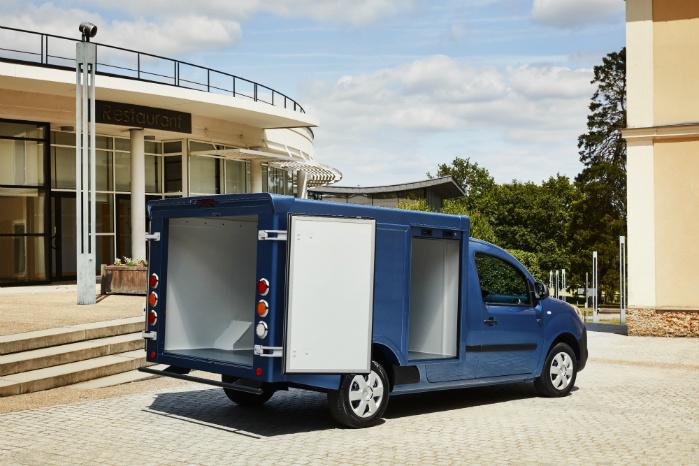 Adgangen til lastrummet er søgt optimeret vha sidehængslede bagdøre og jalousilåger i begge sider