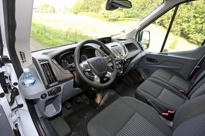 Den nye Ford Transit 4x4 har automatisk firehjulstræk, så der er ikke noget at se inde i kabinen